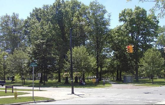 Corner May 2004 with traffic light