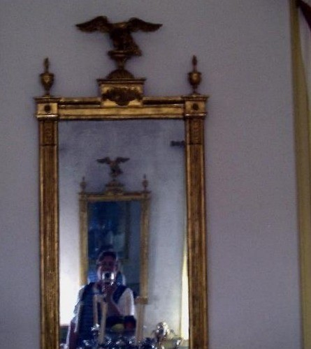 Opposing_mirrors_in_dining_room
