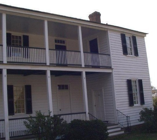 Back of Iredell House on walking tour_c1773walking_tour_approach