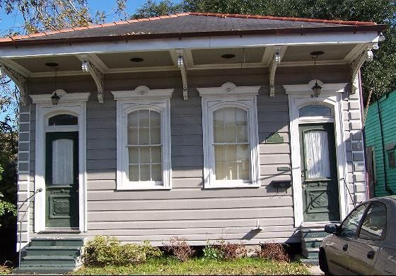 Double shotgun house in Algiers