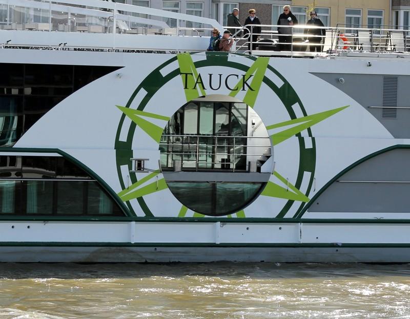 Tauck boat central logo