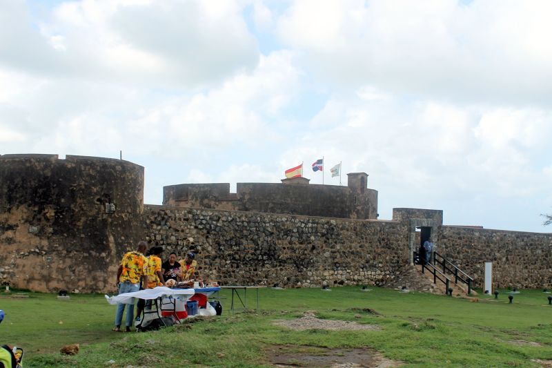 Fort and Souvenir sellers - Puerto Plata