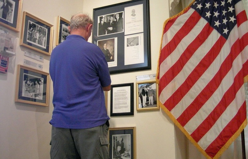 Bob looking at photos in Truman White House - this is everything you can see without paying for the tour