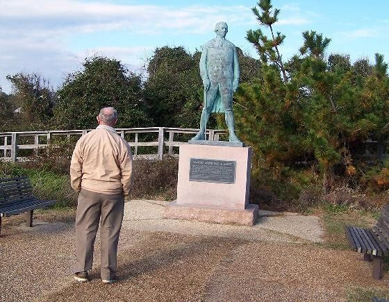 Bob looking at French Admiral deGrasse's monument