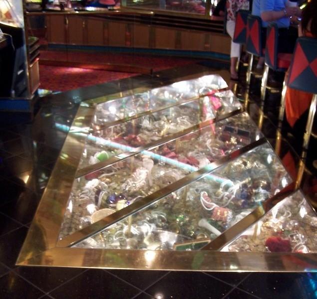 Floor in casino area - Grandeur of the Seas
