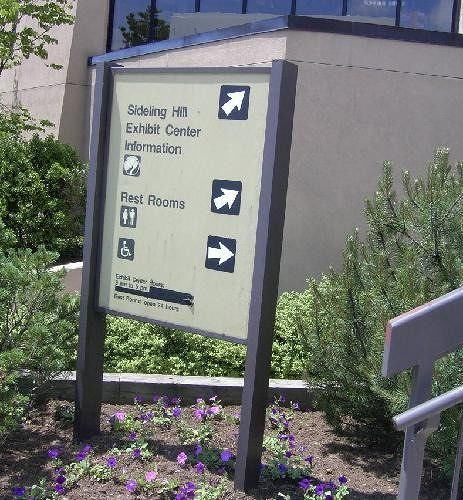 Directional sign for visitor's center