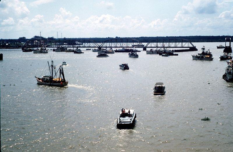 Boat parade from the bridge - Morgan City