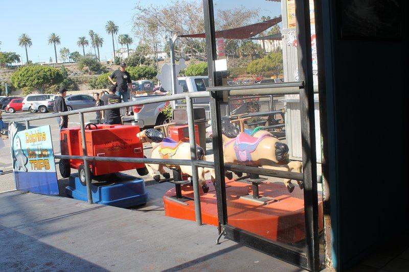 children's rides where we waited for the shuttle