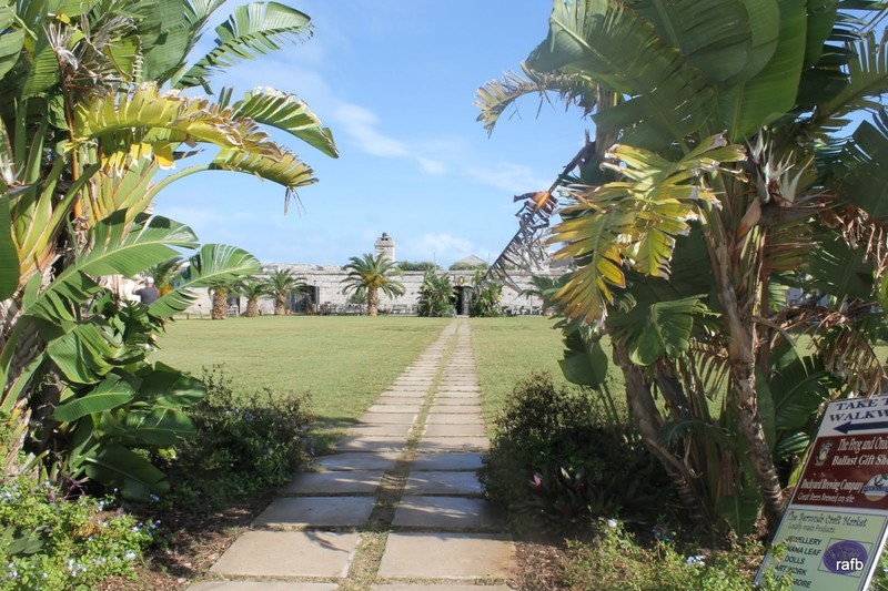 Path through the VIctualing yard