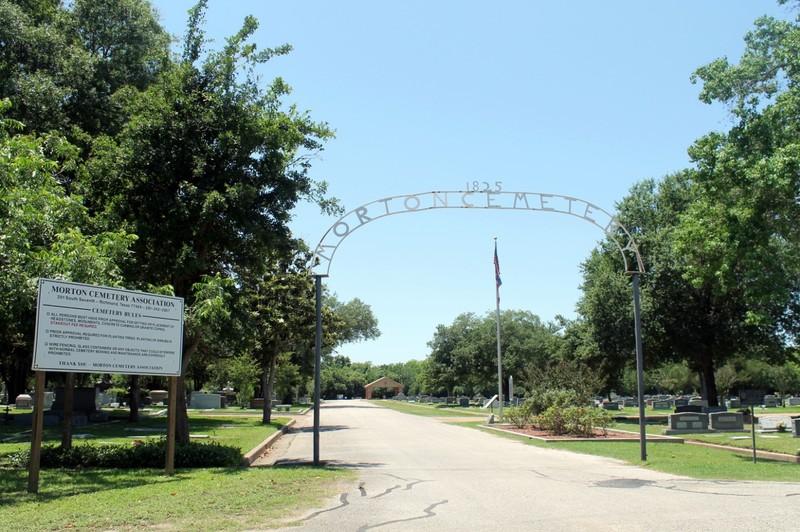 Morton Cemetery gate