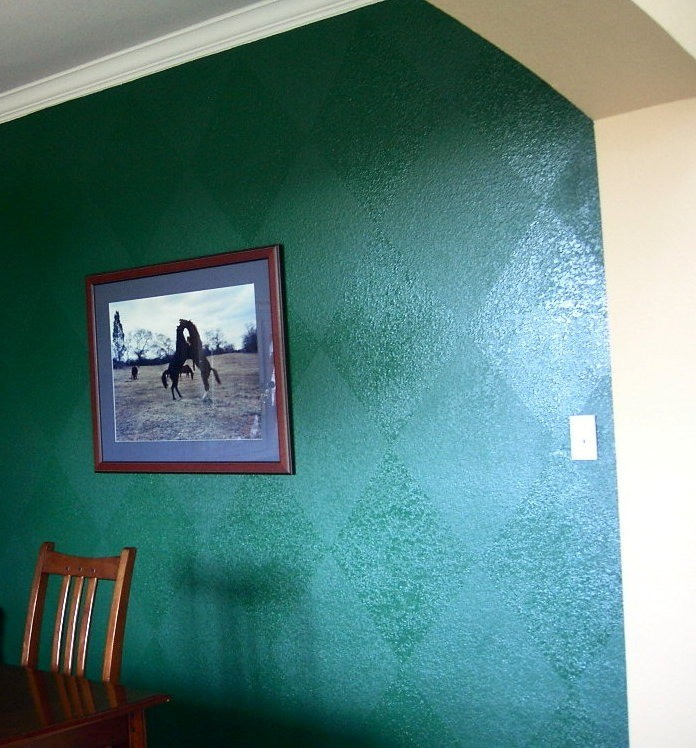 Paint effects in the dining room