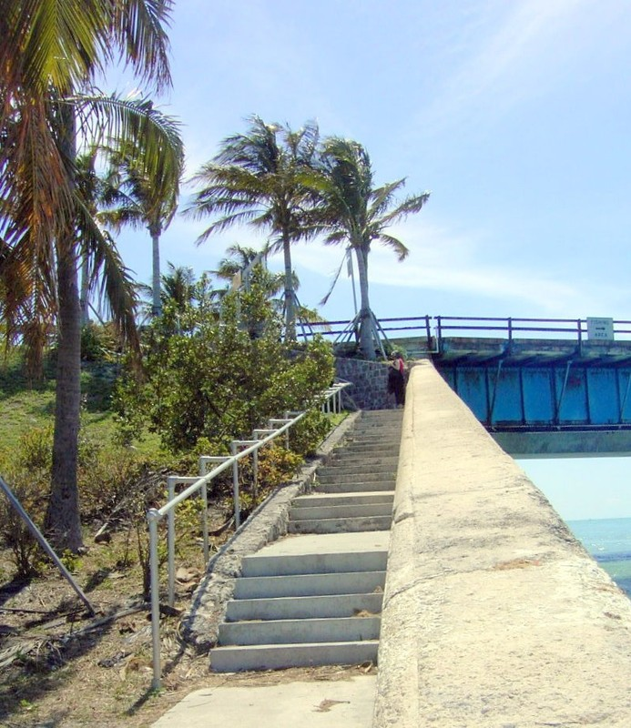 Steps up to the bridge