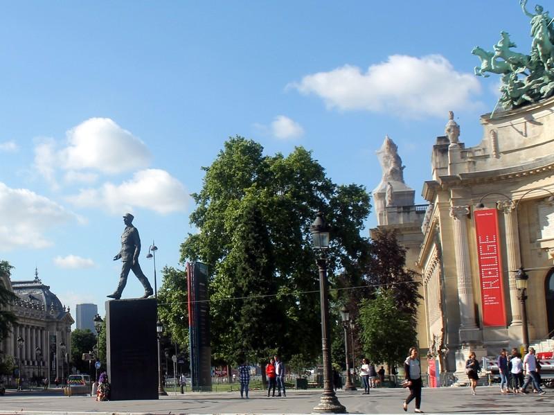 DeGaule statue