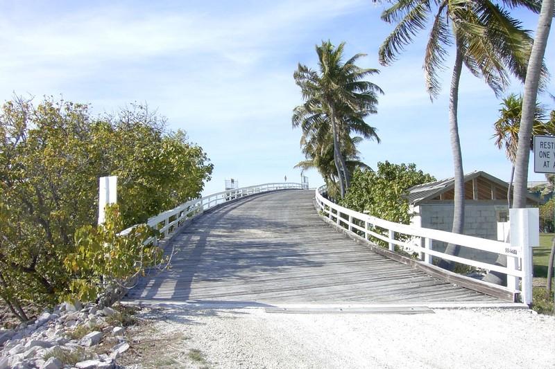 Road up to the bridge