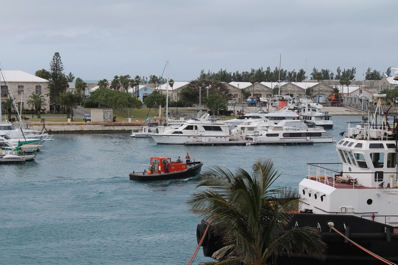 Line handling boat
