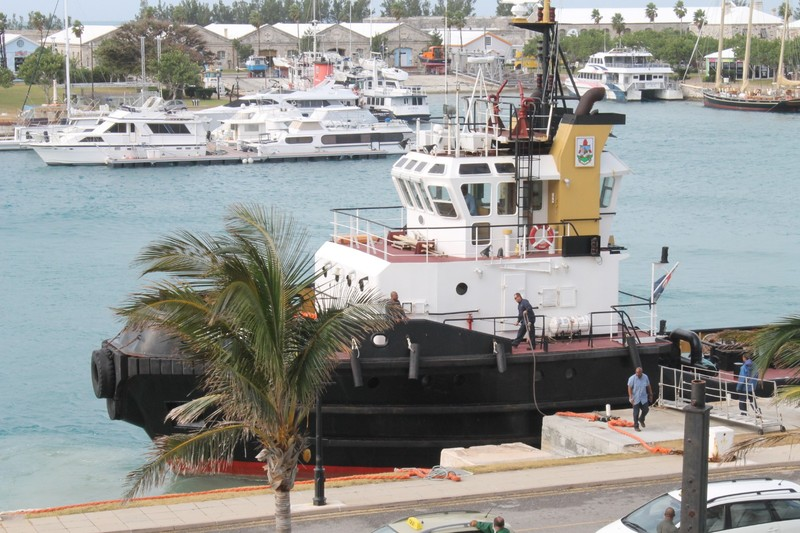 Tugboat coming back to the dock