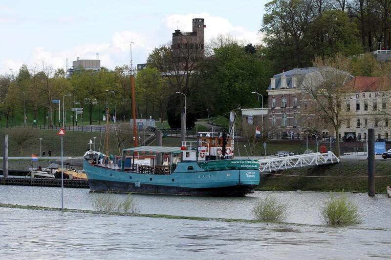 Nijmegen boat - blue