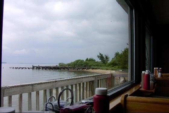 Potomac_River_from_restaurant_window-Popes_Creek