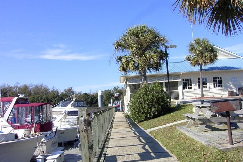 Dock Holiday's Marina