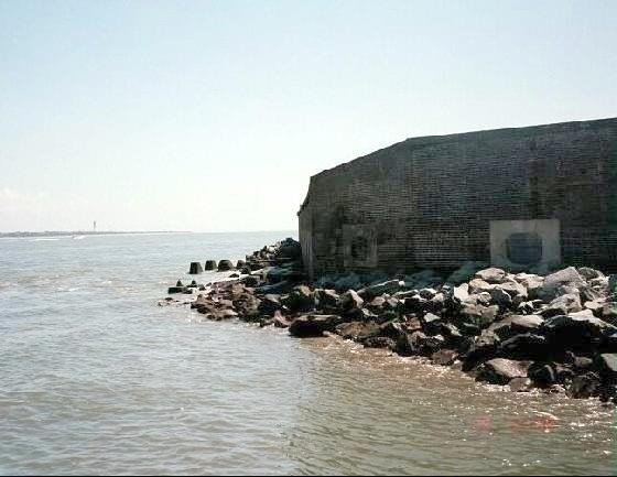 Waters_edge_of_fort-Fort_Sumter_National_Monument