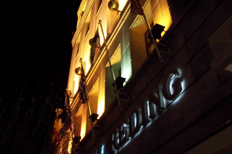 Hotel Reding at night