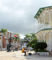 Artist painting La Glorieta (the gazebo) - Amber Museum in the background - Puerto Plata
