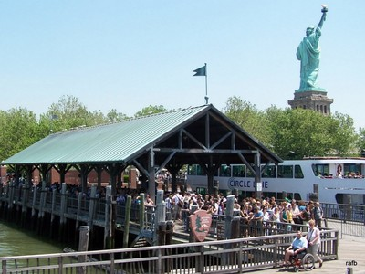 Liberty Island crowds waiting to get on the ferry