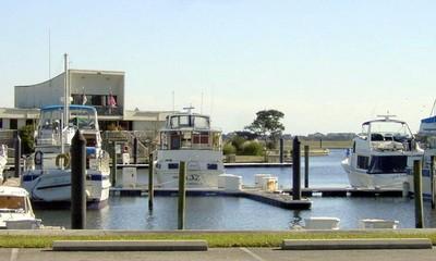 Transient docks