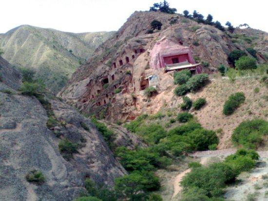 8-Xumi Shan Grottoes