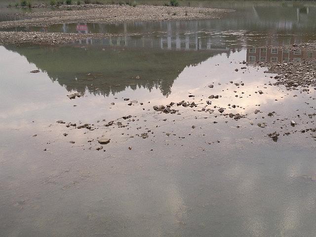 Jishui Reflective River Walk