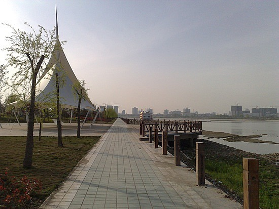 The Han River Bike Ride & A Visit From Terry & Eve