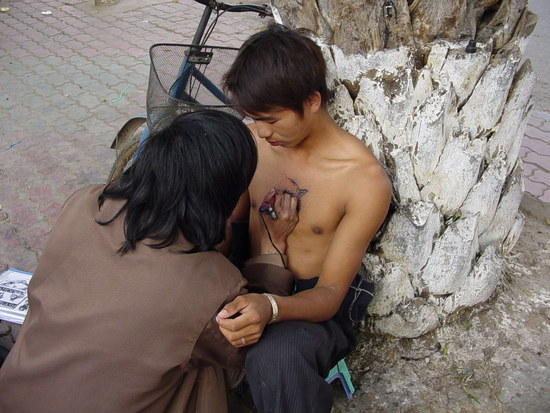 Outdoor and Mobile Tattoo man (1)