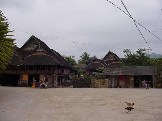 Mengla Market Village N Walk (15)