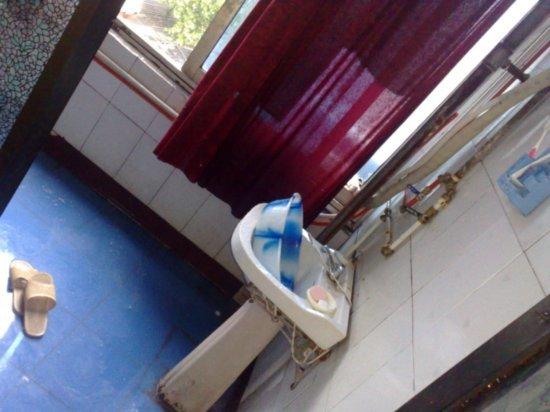 1-Xinyang  Crappy Hotel