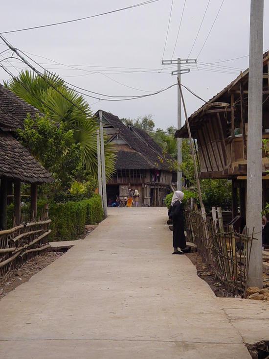 Mengla Market Village N Walk (14)