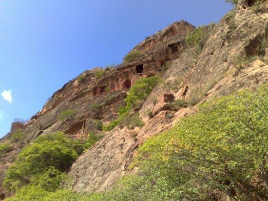 16-Xumi Shan Grottoes
