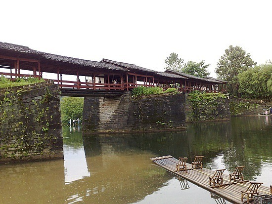 Caihong Bridge in Qinghua Village