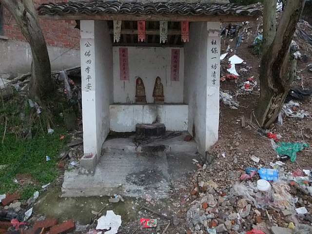 A Tomb Sweeping Easter On Bird Pagoda Hill