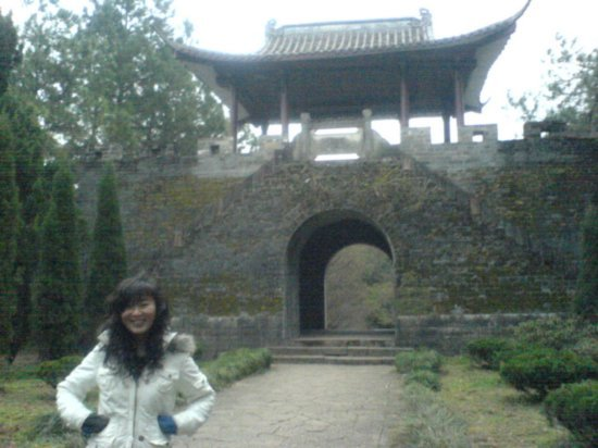 Pagoda Hill with Luo Wei 05