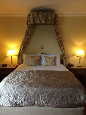 Old Weir Lodge Killarney - bed looks good tonight