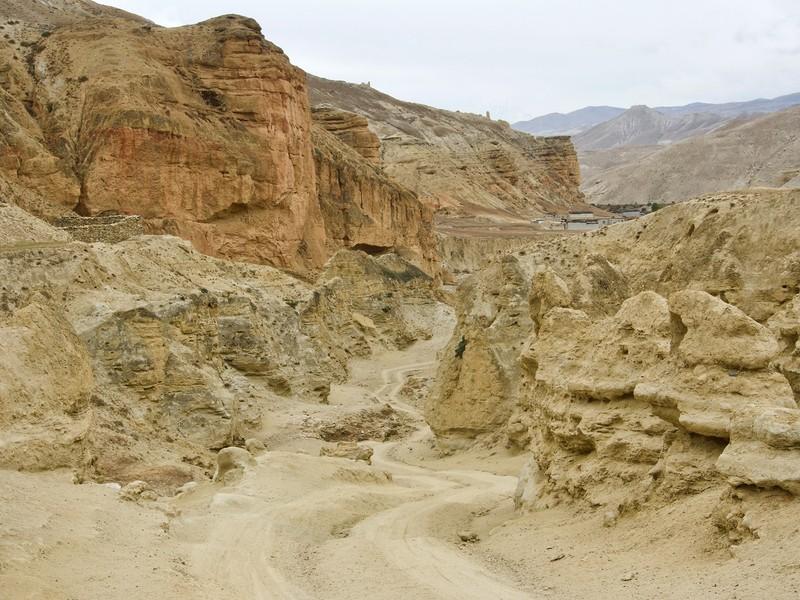 Road in Chhoser