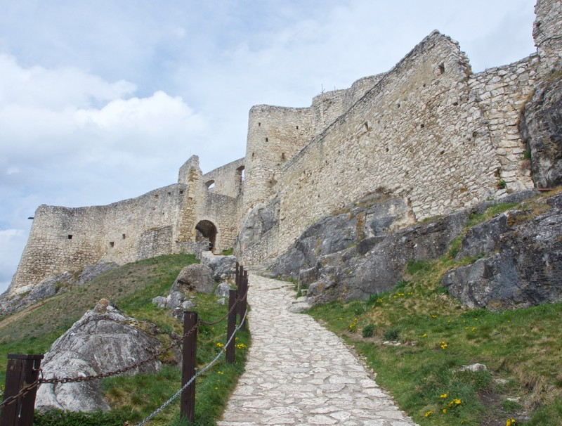 Approach to Spis Castle