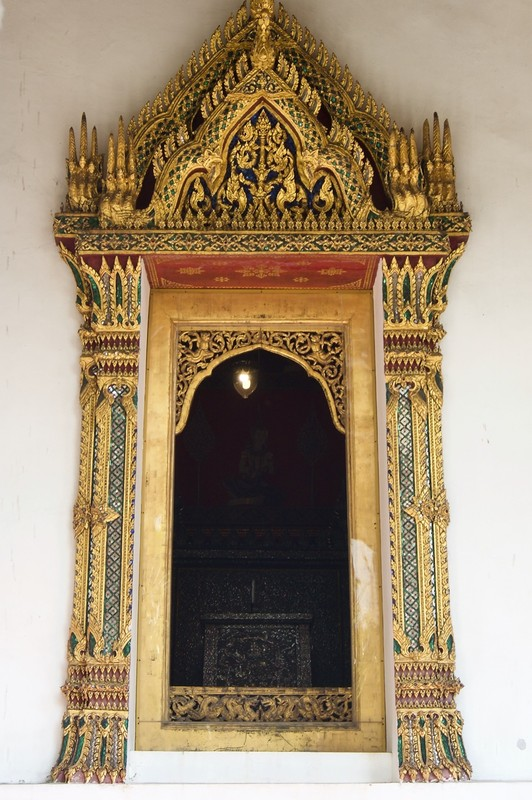 Entrance to one of the Grand Palace building