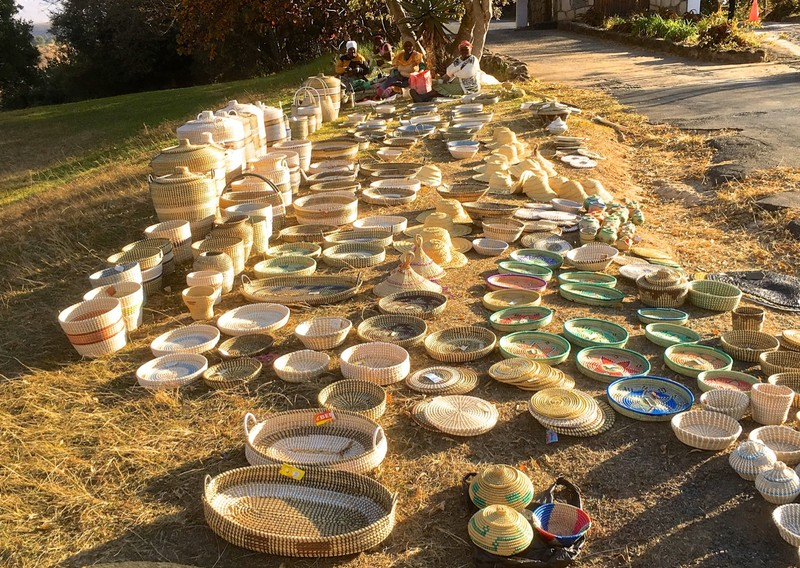 Craft sellers outside the Royal Natal NP