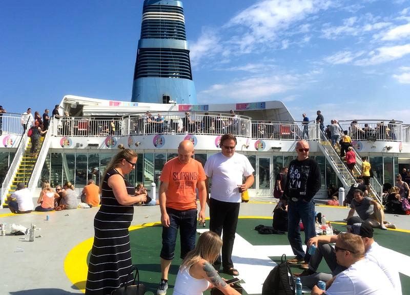 Ferry from Tallinn to Helsinki (booze cruise?)