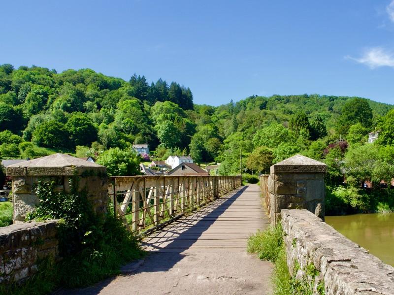 Bridge between England & Wales over the river Wye