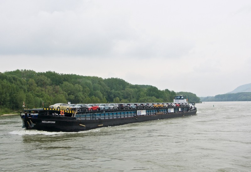 Shipping barge