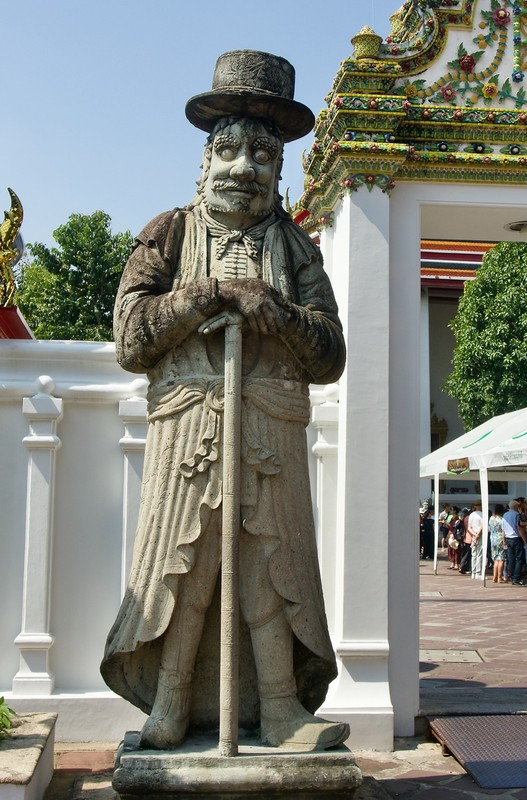 Another Wat Pho guardian
