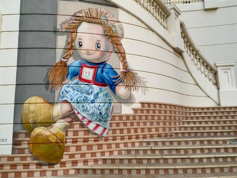 Marina walk street art