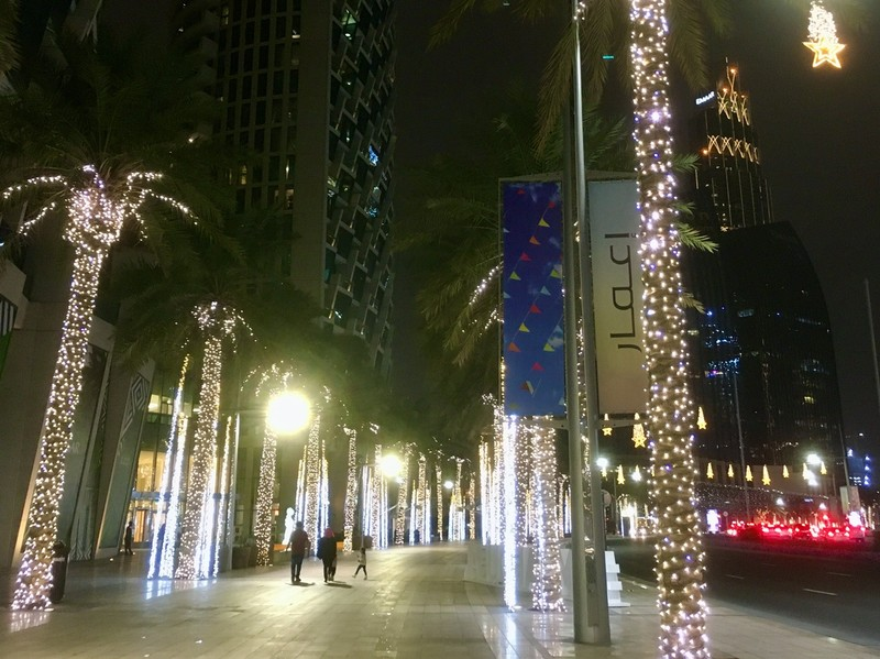 Downtown Dubai street, its only 19h00 on a Saturday.